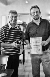 Norbert Großberger und Erwin Bernhardi bei der Urkundenverleihung